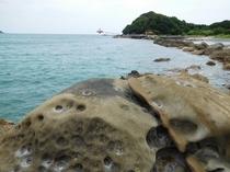 竜串 車で15分  魅力的な岩が多く海もきれいです。
