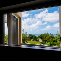 *[客室一例/2LDK]ゆったり流れる島時間・・・とお部屋から望む静かな東シナ海。