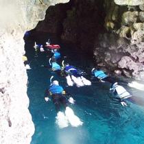 *【青の洞窟でシュノーケリング体験】