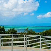 *[屋上テラス]空と海と砂浜と…沖縄らしい風景に心和みます