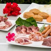 *[BBQ/食材]お肉の他には、焼きおにぎり、野菜セット、ウィンナー(写真は2人前です)