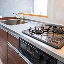 *[客室一例/1K-B]キッチンには、調理道具&食事道具一式揃っております。