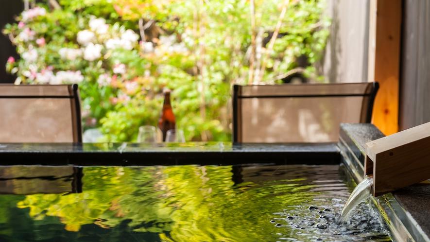 当館の温泉はメタケイ酸豊富な美肌の湯