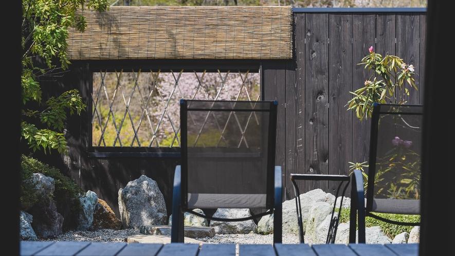 客室内のお庭のプライベート空間