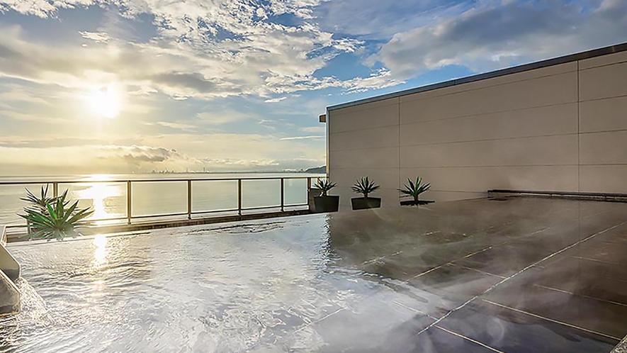 朝日を望む絶景の露天風呂
