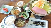 *朝食一例/陶板で焼き立ての卵が嬉しい♪あきたこまちが美味しい和食膳のご朝食。