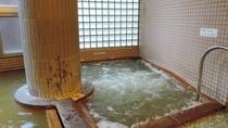 *女性用大浴場一例/心地よい刺激が温浴効果を高めてくれるジェットバス。