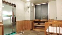 *貸切風呂一例/貸切風呂の脱衣所もゆとりの広さを確保。