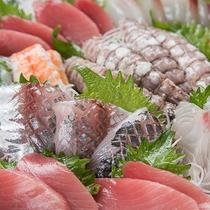 *[お造り盛り合わせ一例]近港で獲れた新鮮な海の幸を食せるのも箱根ならでは