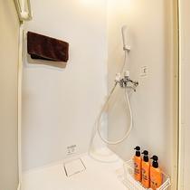 *[スタンダードツイン一例]一部シャワー室付のお部屋もございます