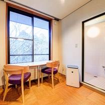 *[和室7.5畳一例]シャワールームと洗浄機能付トイレが完備