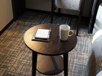 <客室>お食事に便利なテーブル