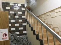 入口の階段。フロントは2階でーす!