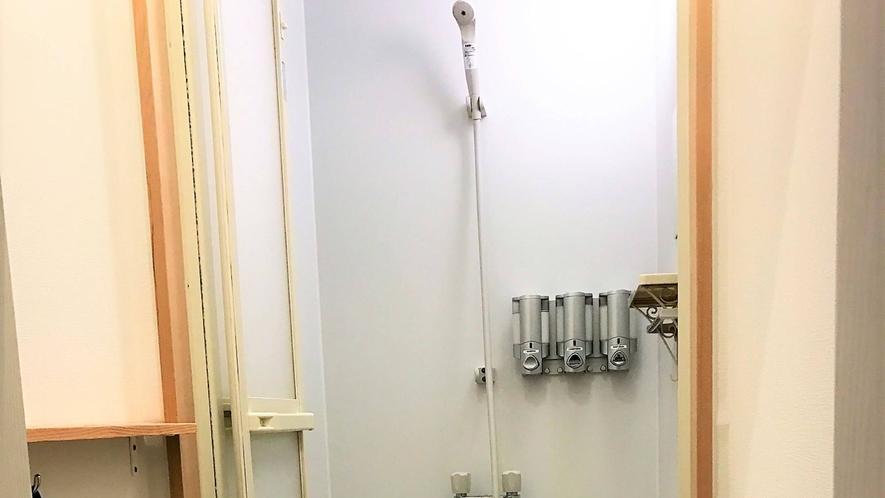 ・シャワールームが共用です