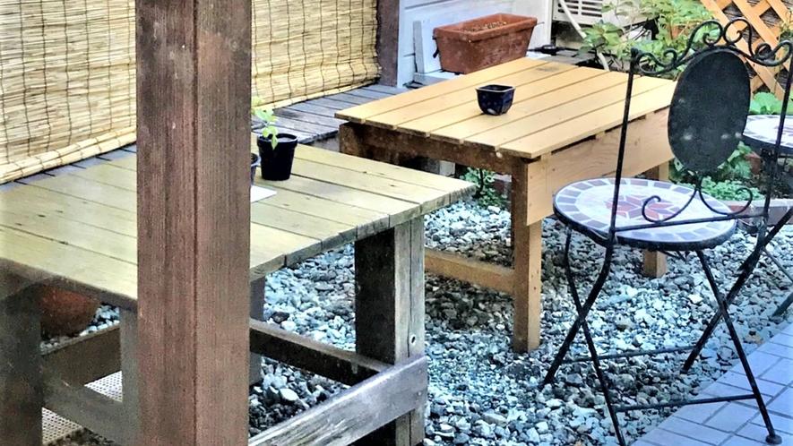 ・テーブルがあるので、お庭でのお仕事も可能