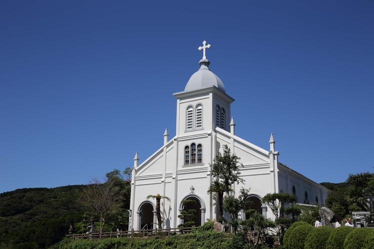 【大江教会】天草で最も歴史があり、丘の上に建つロマネスク様式の教会。当館より車で約1時間