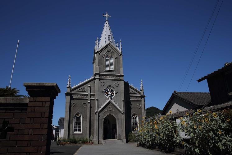 【崎津教会】海の天主堂とも呼ばれ、堂内は国内でも数少ない畳敷きになっている。当館より車で約1時間
