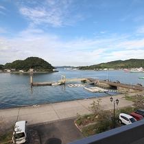*【お部屋からの景色一例】お部屋からは穏やかな海がご覧いただけます。
