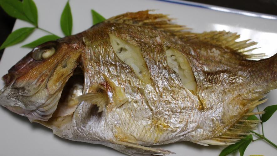 *【夕食一例】素材は基本天然のものを。身がほくほくの焼き魚。