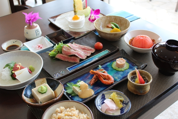 【Grand Open 4周年記念!】お得な割引キャンペーン♪【2食付 料理長特選 琉球会席&朝食】