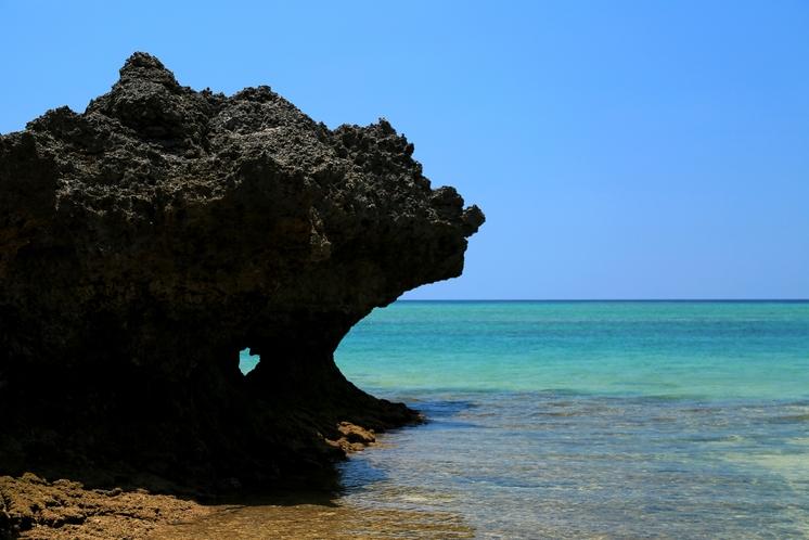 隠れ家ビーチ ~ 見ると幸せになれる!? ハート岩。ハートマークはどこにあるかな? ~