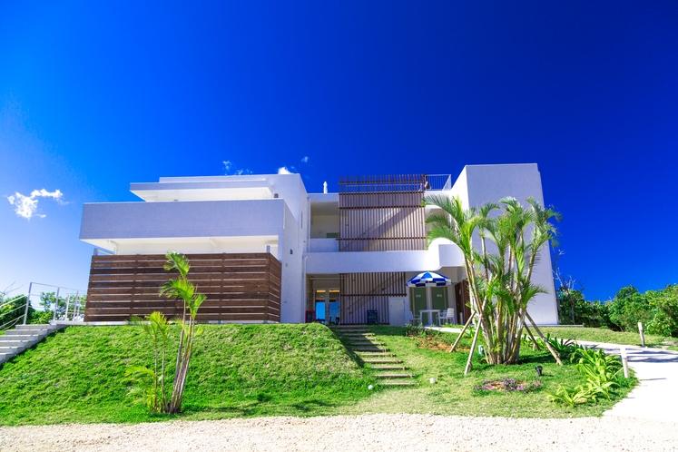 Seven Colors 石垣島 ~ 正面からの外観写真。こちらが見えたらご到着です ~