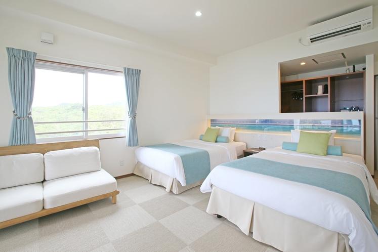 ツインルーム ~ 海と空のイメージを基調とした客室でのんびりお過ごしいただけます ~