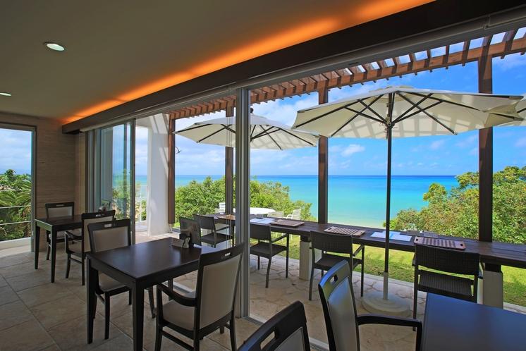 レストラン ~ 大きく切り取られたパノラマの窓  移ろいゆく7色の贅沢な景色 ~