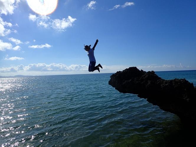 隠れ家ビーチ ~ 飛び込み岩からジャンプ♪ 人生最高に気持ちいいですよっ ♪ ~