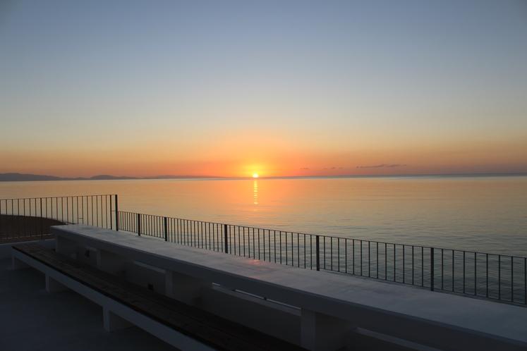 海と夕陽と星空の展望デッキ ~ 屋上展望デッキは夕陽の特等席 宿泊者様だけが出逢える景色 ~