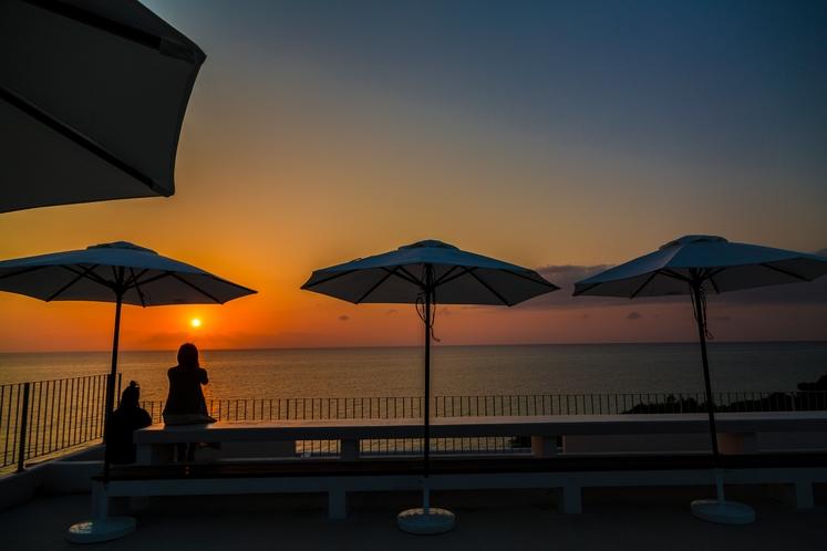 展望デッキから夕陽の眺め。ロマンティックなひと時を~♪