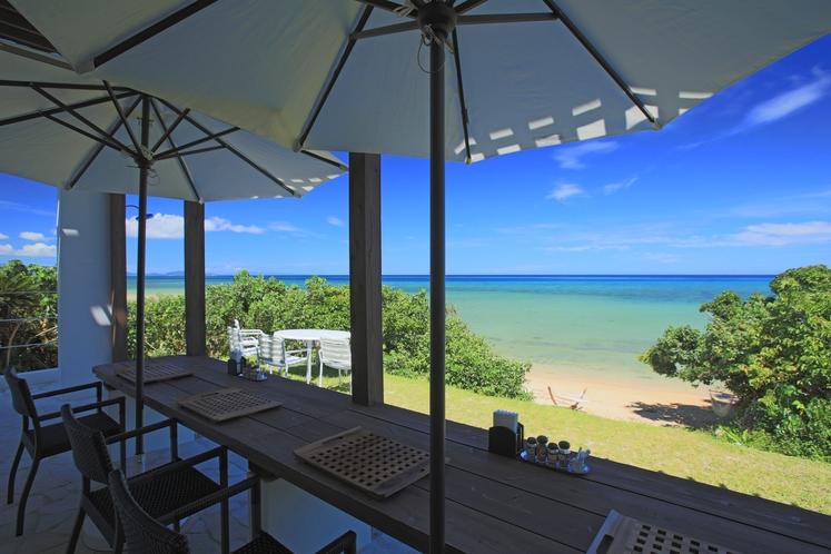 テラス席 ~ ここは、海辺の隠れ家ダイニング。朝食とランチの特等席です ~