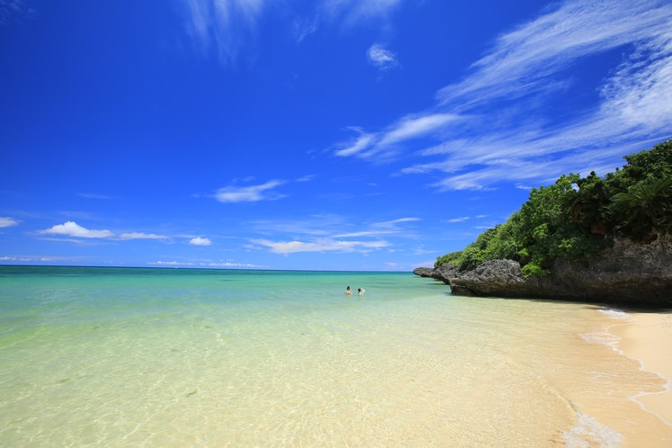 隠れ家ビーチ ~ ホテル周辺は7色に輝く絶景の美ら海ビーチ!! ~