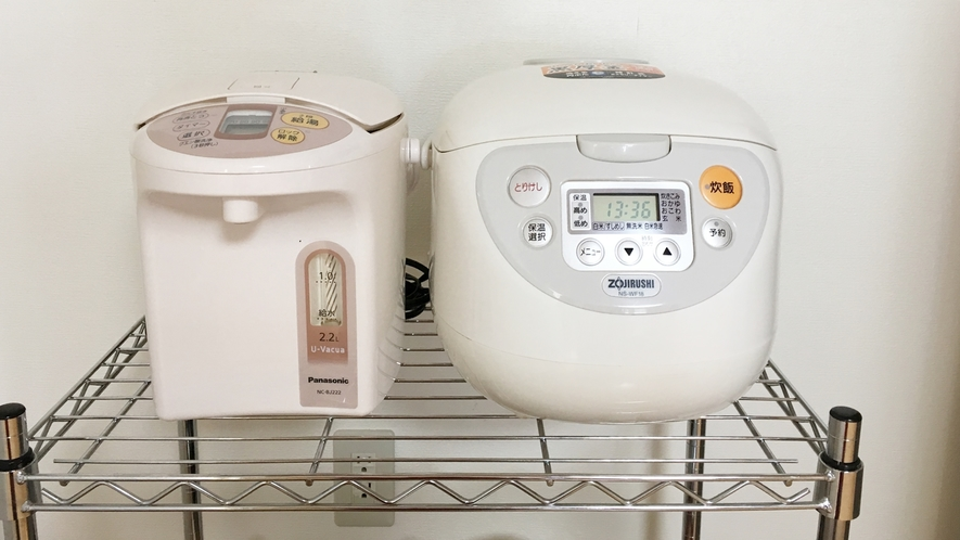 *湯沸しポットや炊飯器(一升炊き)も完備。