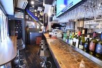 1F Bar counter ソフトドリンク・アルコール各種はもちろん、フードも豊富にご用意しており