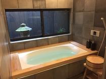 ヒノキ風呂をイメージした浴槽