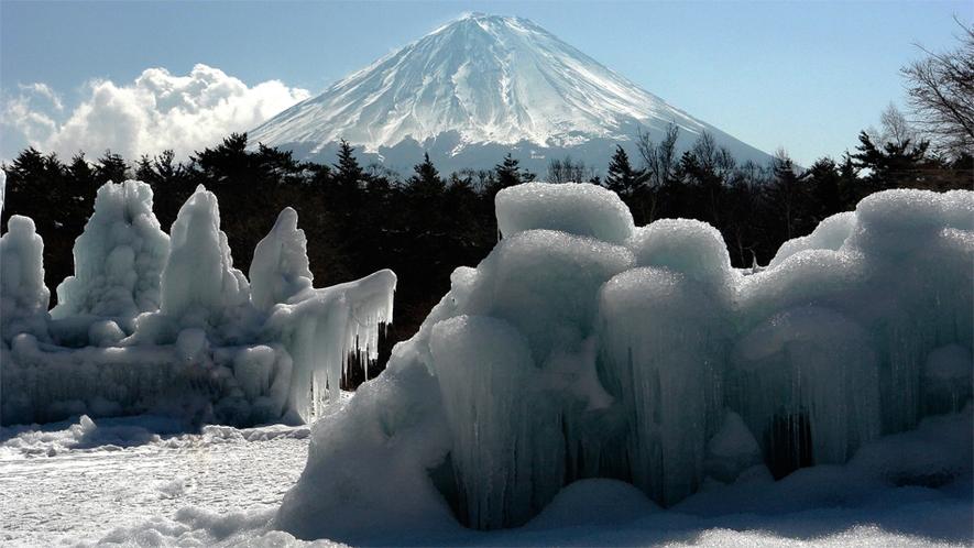富士山と西湖氷まつり