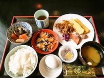 ご朝食バイキング(盛り付け例、和食)