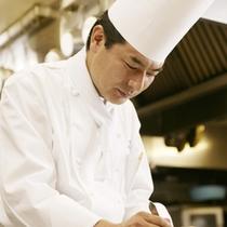 【総料理長兼フランス料理長 高橋毅】 数々の受賞歴を誇る総料理長―。