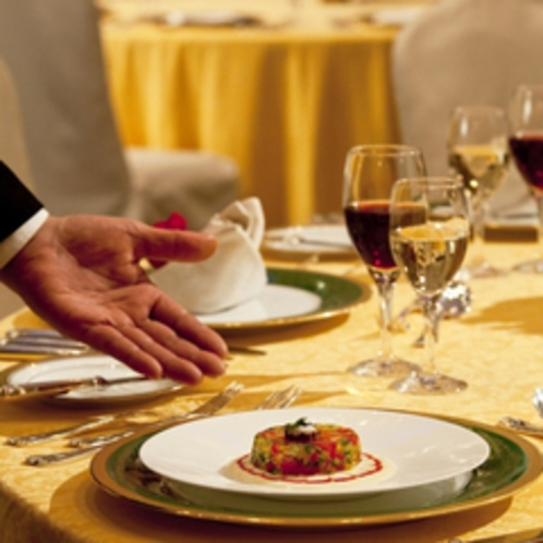 レストランをはじめ、ウェディング・ご宴席でも『味のタカクラ』をお楽しみいただけます。
