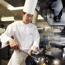 【中国料理長 末川和徳】 自由な発想で創る新感覚の料理をご提供。