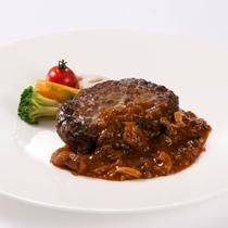 〈むなかた牛入りのハンバーグ〉洋食・中華8品からメインが選べるランチブッフェのメニューの1つ♪