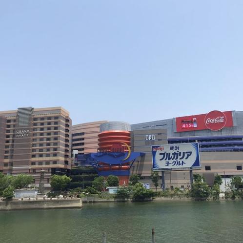 キャナルシティ博多【当ホテルより徒歩約15分】