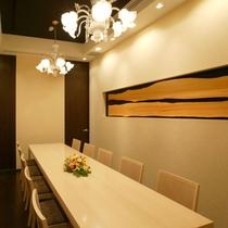 〈洋個室・蘭の間〉 最大10席まで対応可能な、テーブル席の個室となります。
