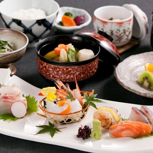 〈お造り御膳〉新鮮な旬の魚介のお造りが6種楽しめるコースです。