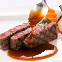 〈厳選素材のディナーコース〉料理長が厳選した食材で作られたお料理は絶品です。
