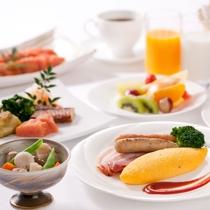 明太子オムレツや博多がめ煮など、地元の食材・お料理を楽しめる和洋朝食ブッフェ