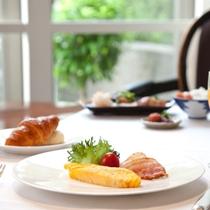 味のタカクラ自慢の朝食をゆっくりとお楽しみください。