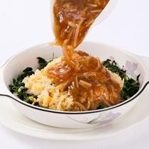 〈フカヒレ餡かけ炒飯(中華)〉洋食・中華8品からメインが選べるランチブッフェのメニューの1つ♪