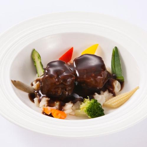 〈牛ほほ肉の赤ワイン煮込み〉洋食・中華8品からメインが選べるランチブッフェのメニューの1つ♪